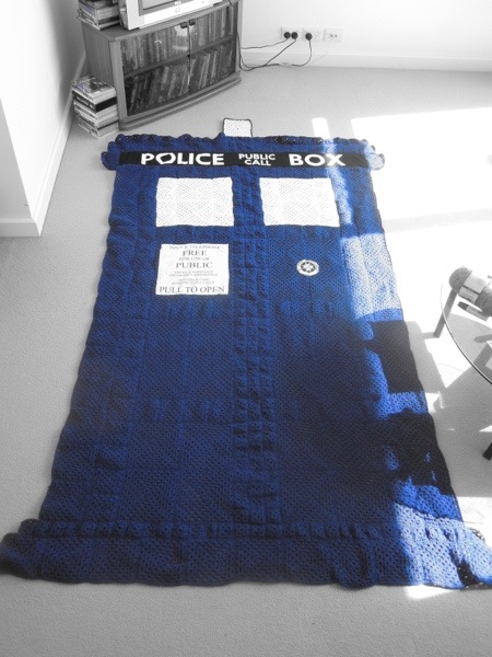 Geeky blankets - Doctor Who tardis crocheted blanket